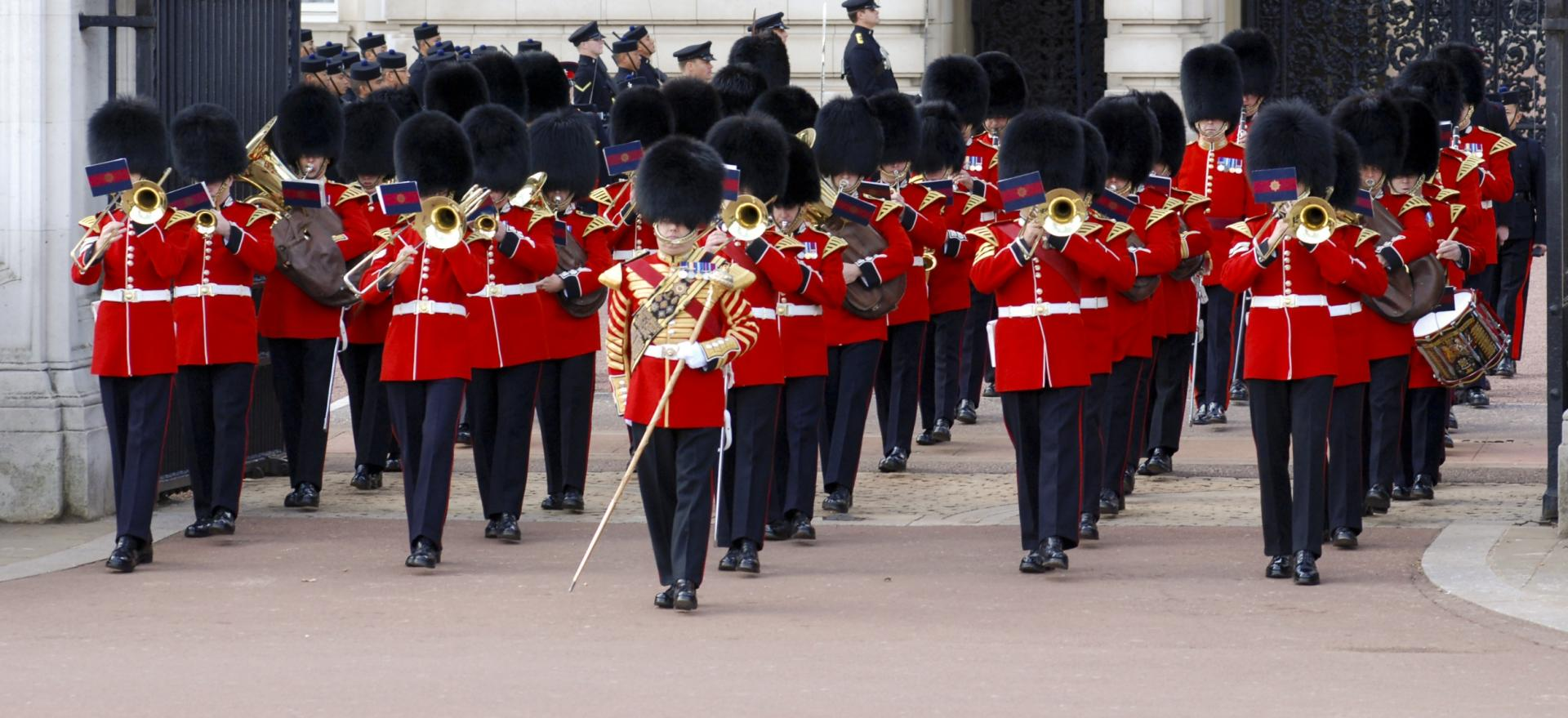El cambio de guardia en el Buckingham Palace de Londres