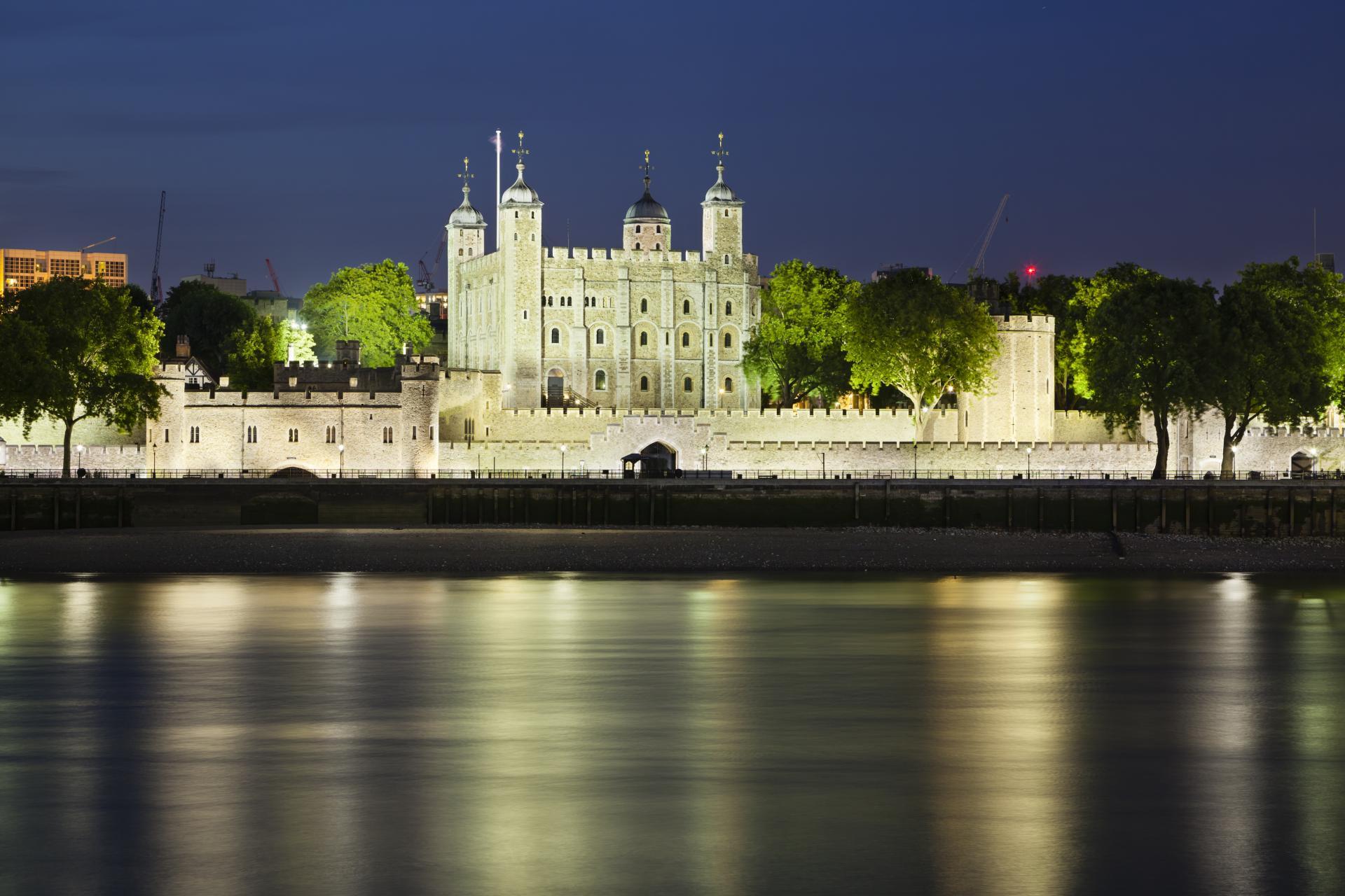 La torre de Londres por la noche
