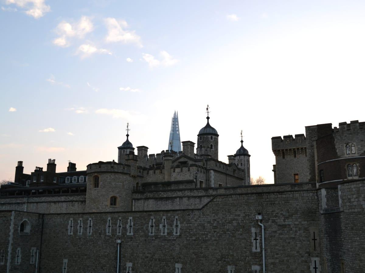 Torre de Londres y edificio The Shard