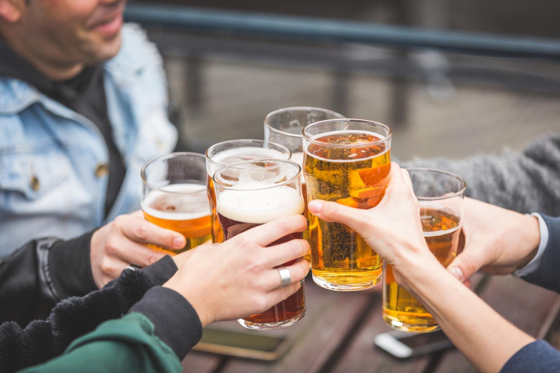 Cosas que hacer en Londres: Brindar con cerveza en un Pub