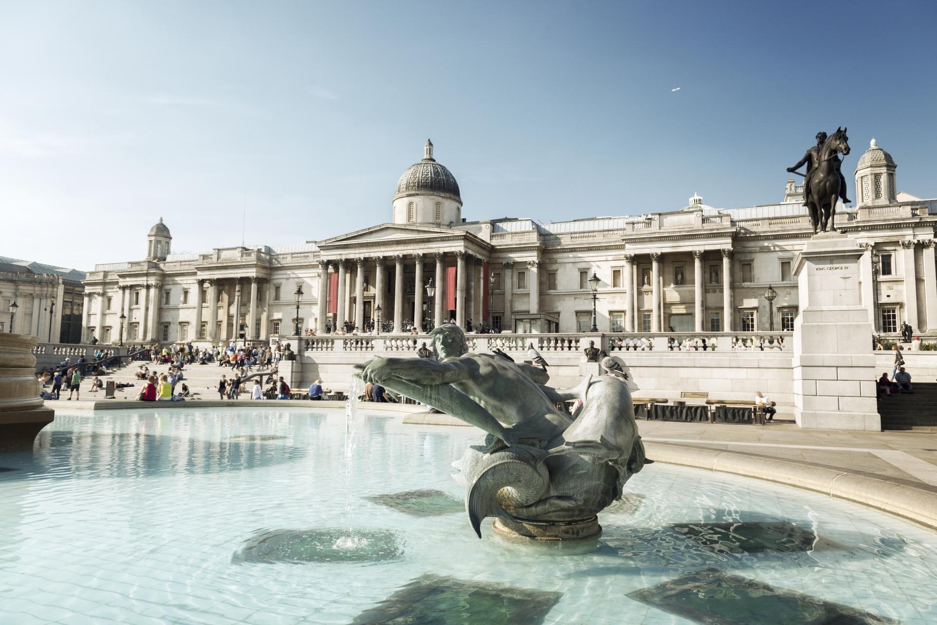 La Galería Nacional frente a la Trafalgar Square de Londres