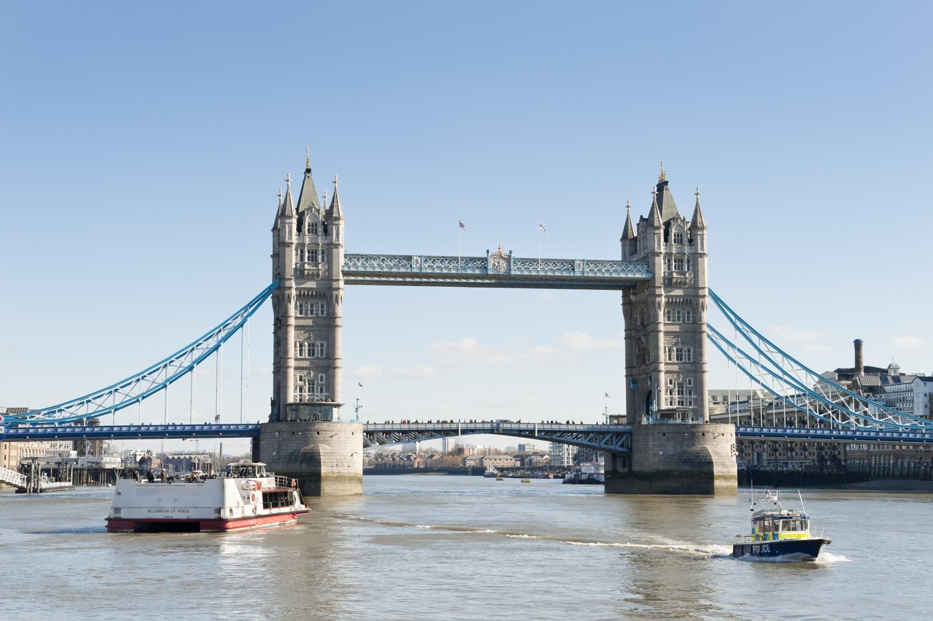 El puente de la torre de Londres en Verano