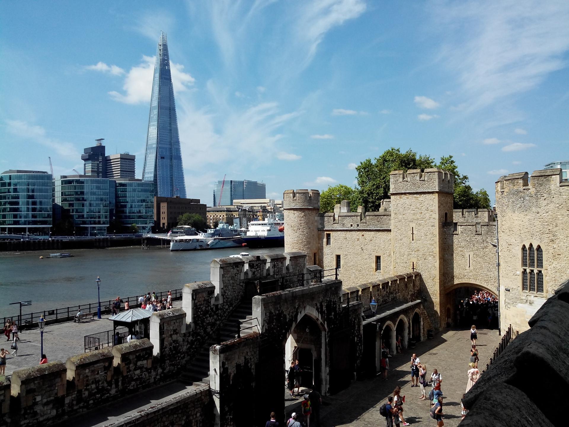 El The Shard visto desde la torre de Londres