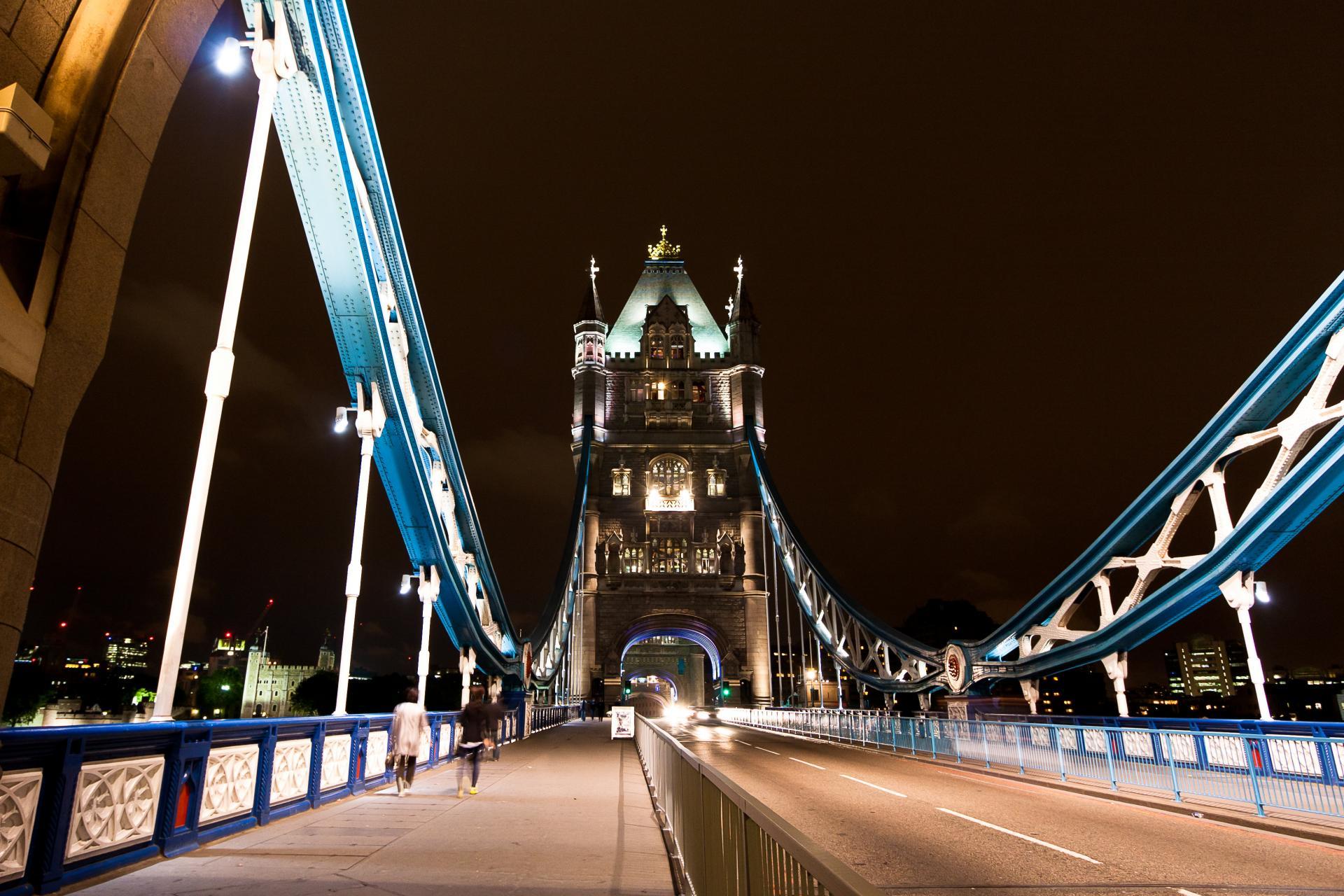 El Puente de la Torre de Londres por la noche