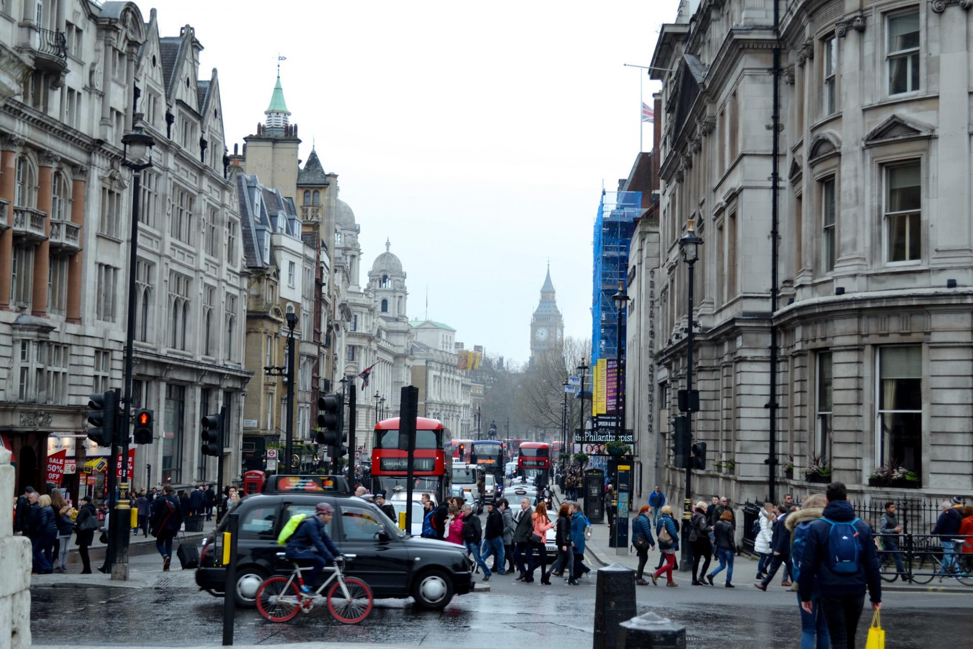 Londres, Trafalgar Square y el Big Ben al fondo