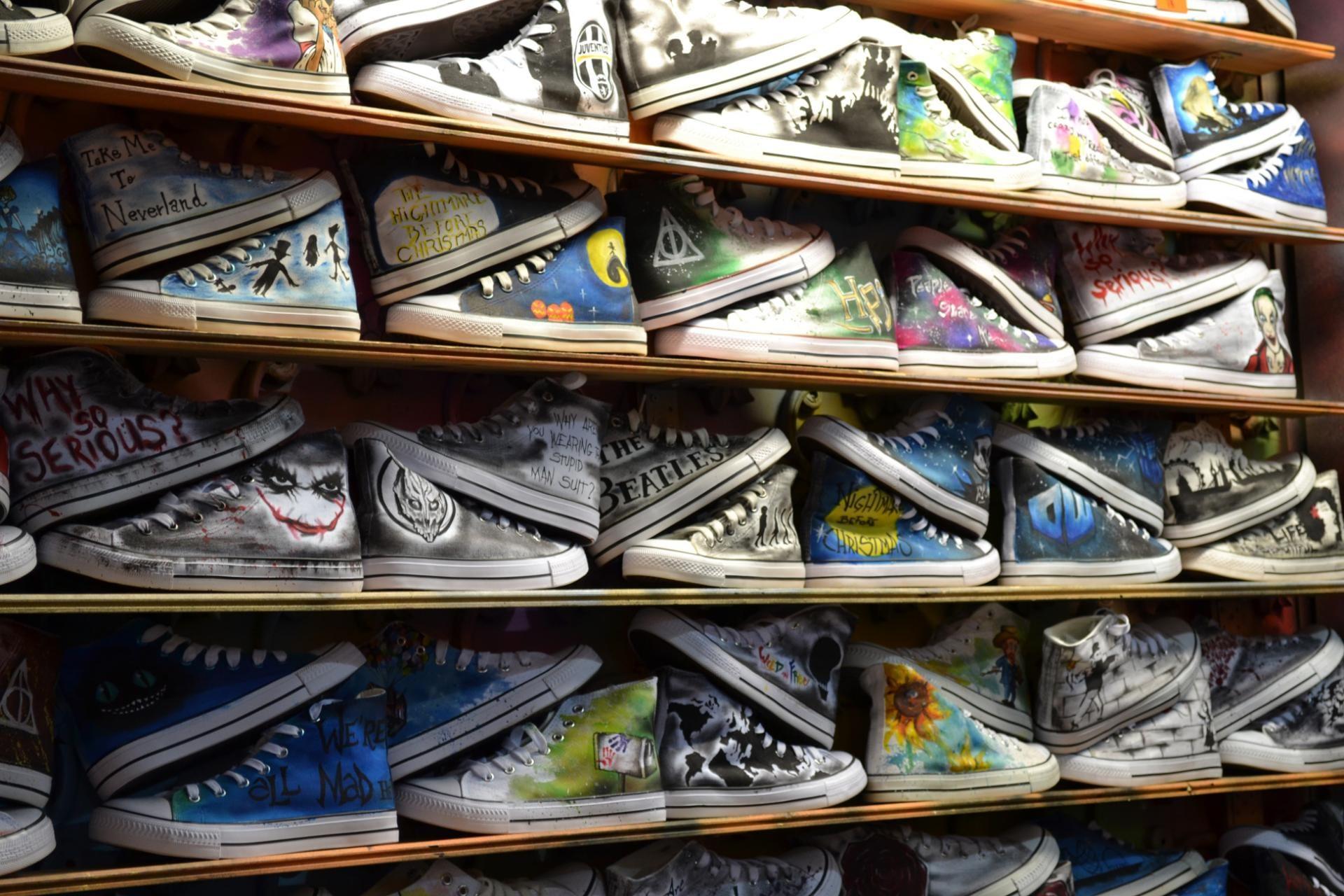 Zapatillas personalizadas en el Camden Market en Londres