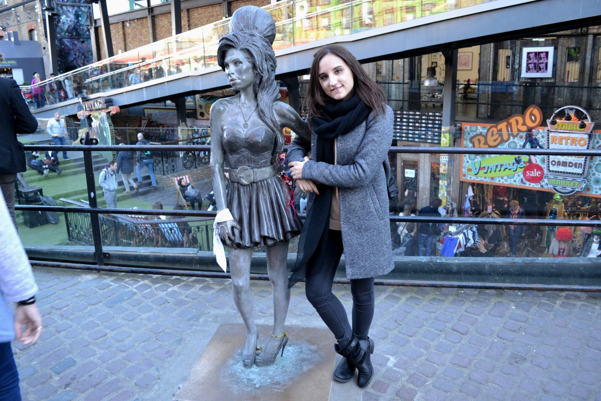 Estatua de Amy Winehouse en Camden Town
