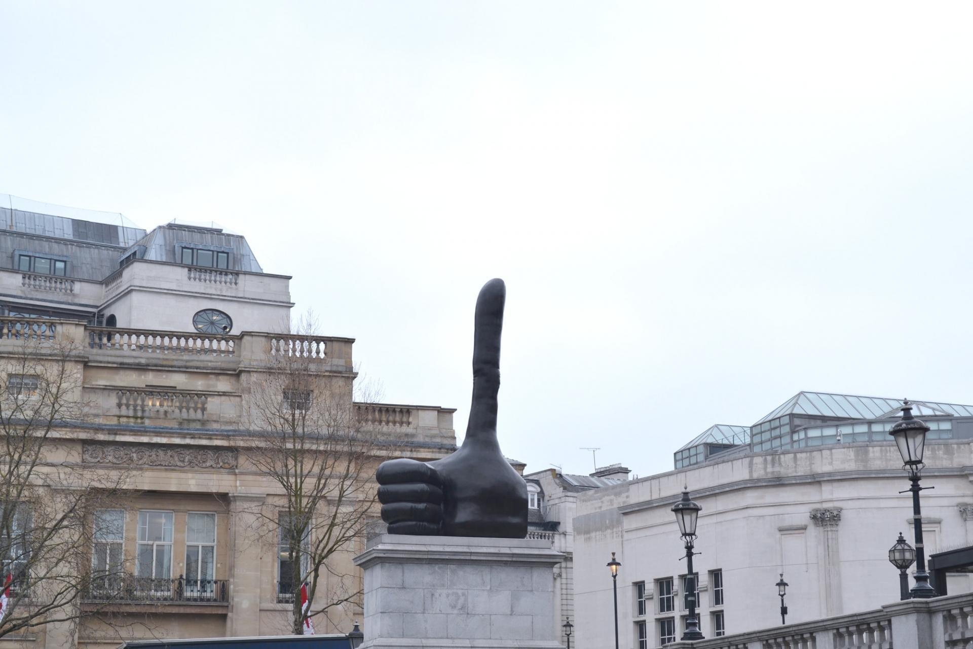 Una obra itinerante en el 4 plinto de la plaza de Trafalgar en Londres