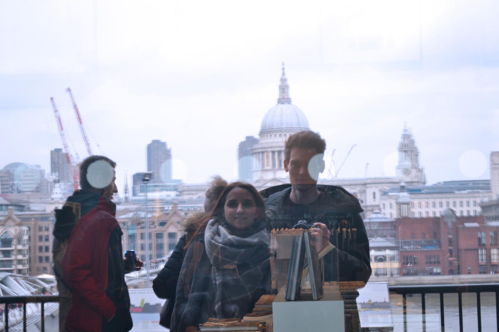 Reflejo de St. Pauli desde el Tate Modern de Londres