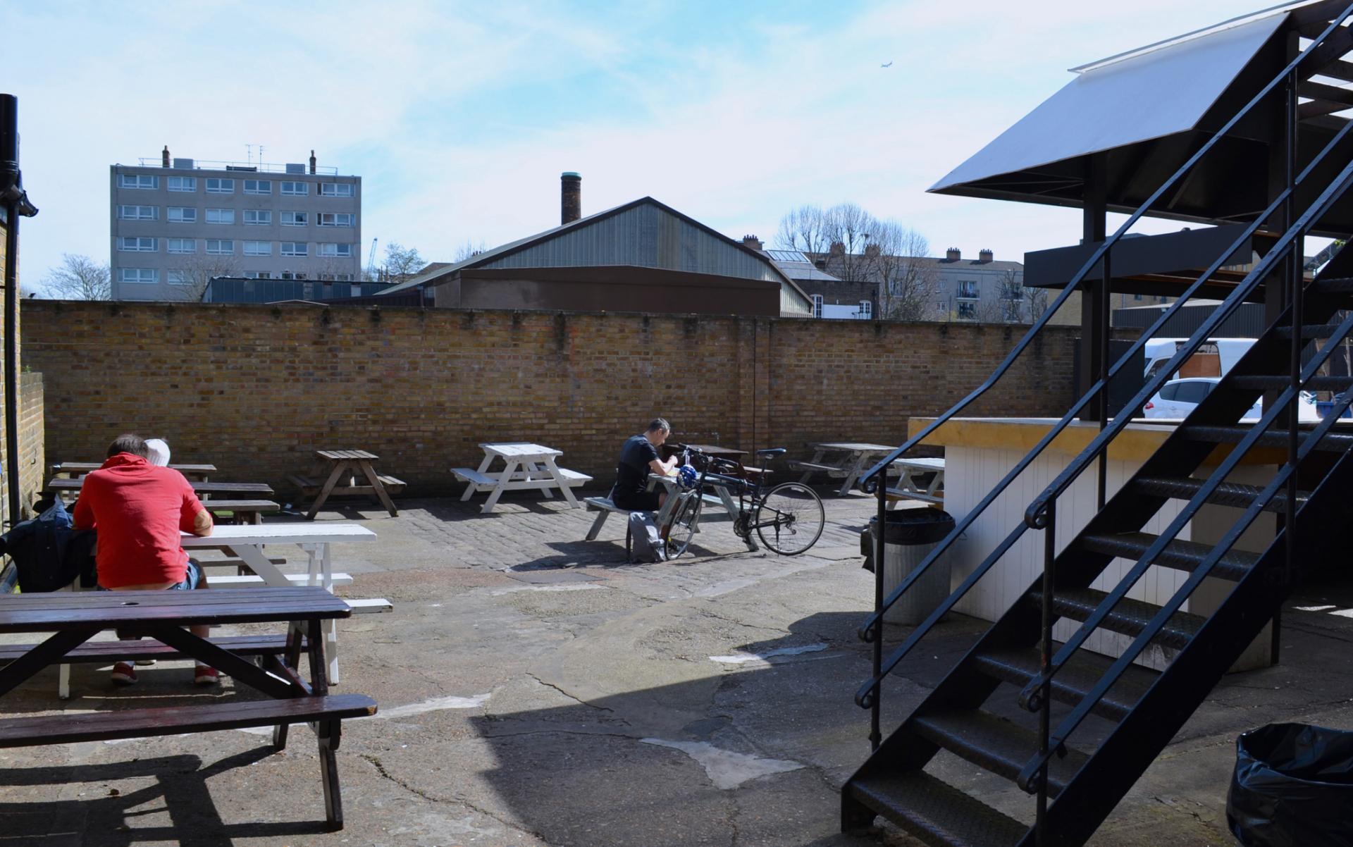 Patio de el mercado de Boiler House en Brick Lane