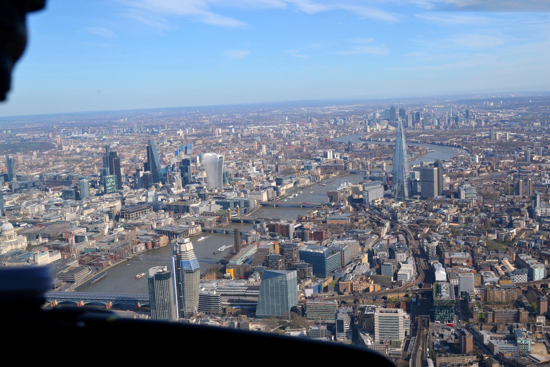 Londres desde el aire: The Shard, Torre de Londres y Tower Bridge