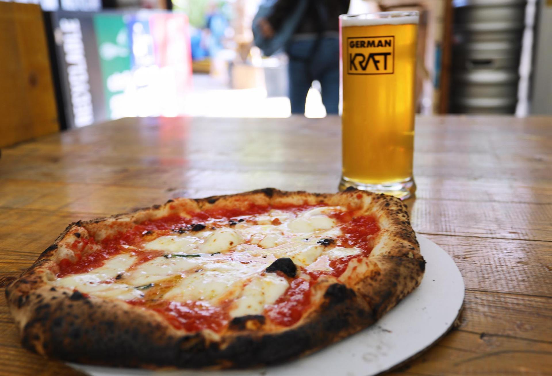 Pizza en el Mercato Metropolitano de Elephant & Castle en Londres