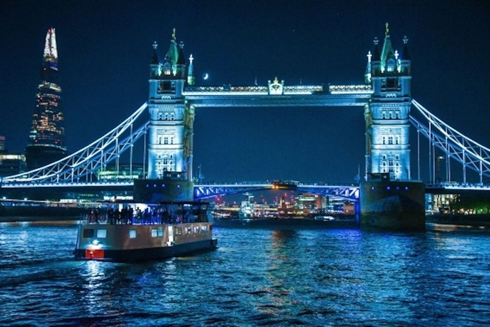 Party auf dem Boot an Silvester in London